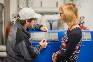 Gute Heizungsfachleute erklären ihren Kunden genau, wie die Heizung optimal funktioniert.